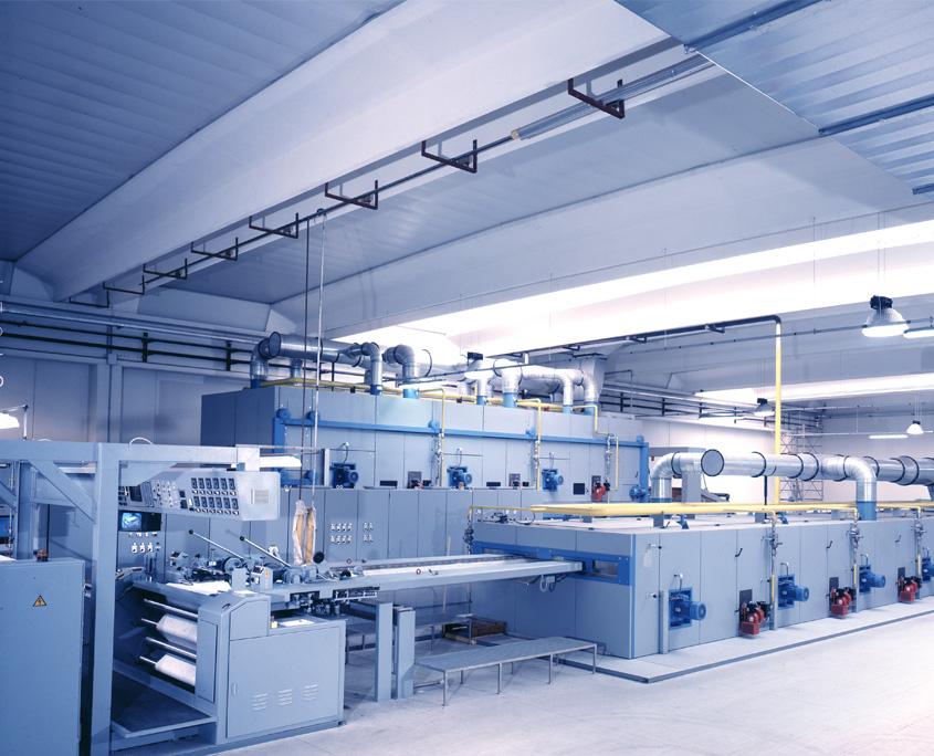 Produktionsanlage hell im Produktionsprozess.